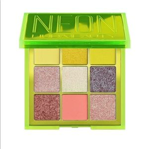 Huda beauty neon eyeshadow palette